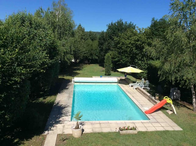 Les Charmilles - a studio, pool and garden