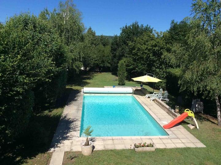 Les Charmilles - un Studio, piscine et jardin