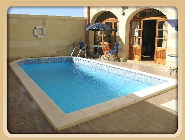 "Belvedere Farmhouse ""andrew3 bedrooms  3 bathroom - Qala - Villa"