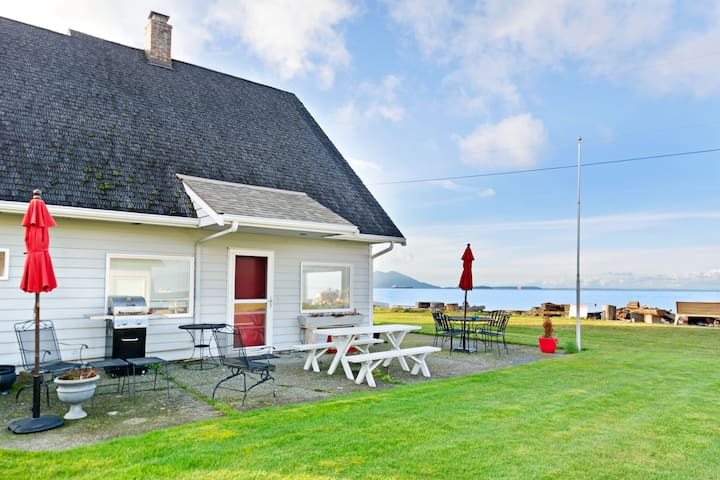 Waterfront home w/ a firepit, boat launch, buoy, & two bikes on Samish Island