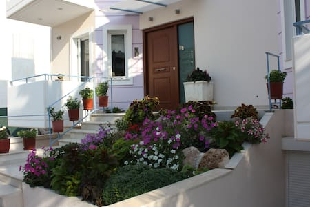 Veggie Garden (Twin) 5'metro - Ellinikon - ที่พักพร้อมอาหารเช้า