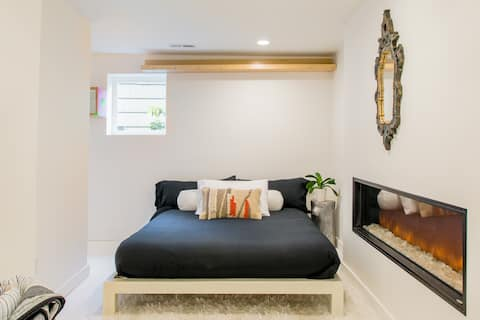Minimalist Zen Guest Suite in Green Lake Home
