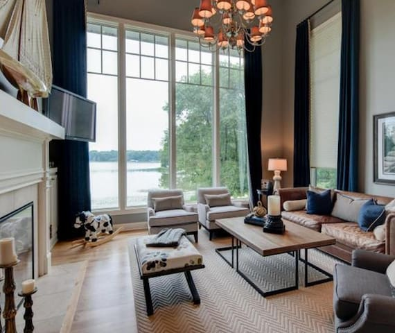 Beautiful Lake Minnetonka Estate