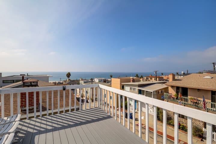Rooftop Deck Two Blocks From the Beach!!