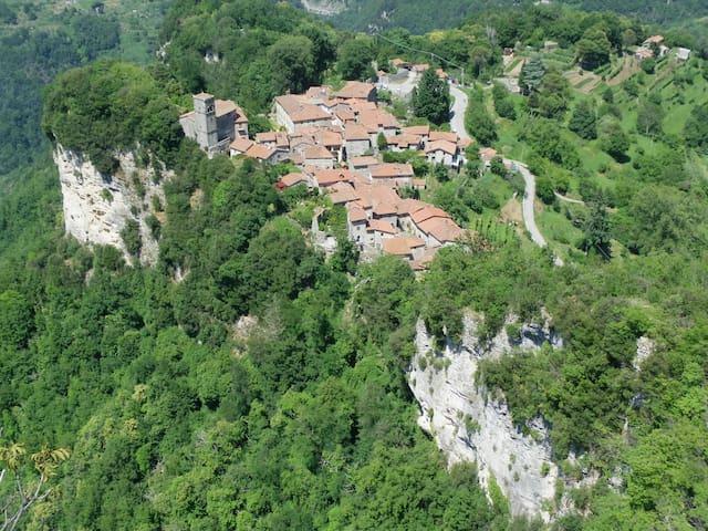 Tuscan Hilltop Hideaway