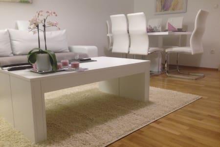 Modernes Zimmer in schöner Lage-Breakfast inclusiv - München - Apartment