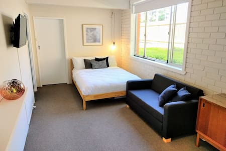 Cosy, Clean & Central - 1 BR Studio - West Hobart - Apartment