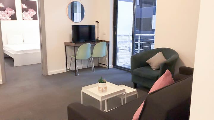 Great Location Cozy 2 BR Apartment/WIFI @Melb City