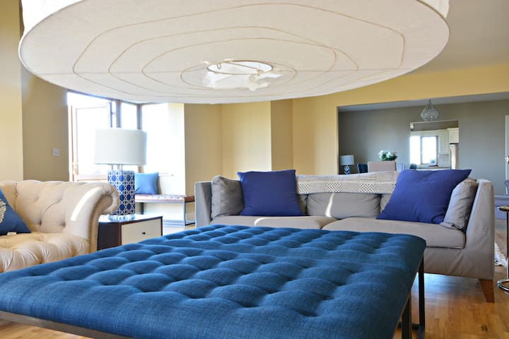 NEW IN - THE BAY stunning decor w views over beach - Kerry - Dům
