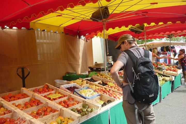 Nearby Sunday market at L'Isle sur la Sorgue