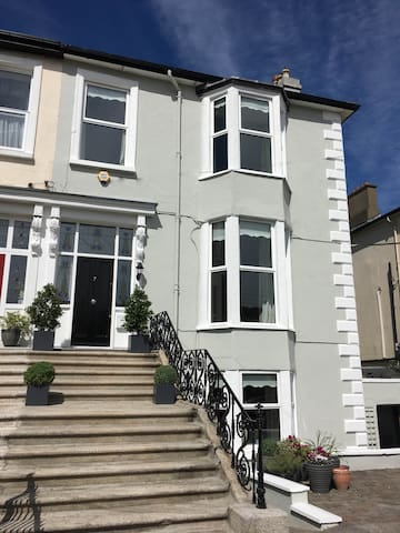 Bray SelfCatering 2 Bed Ground Floor Apartment