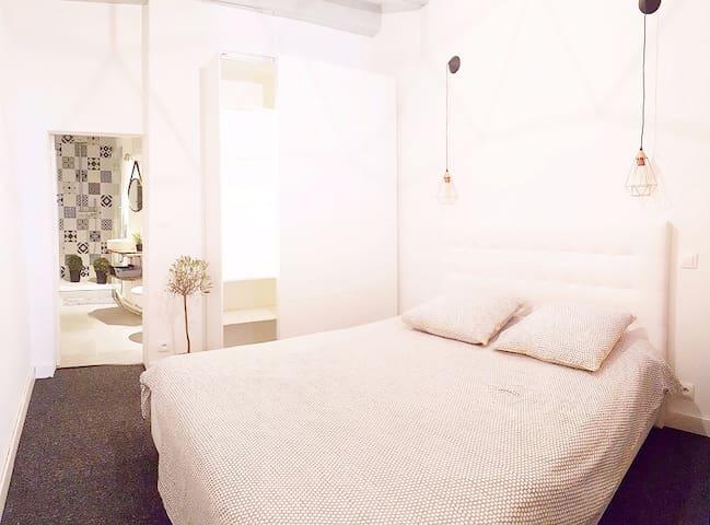 Chambre indépendante avec lit 160x200 & dressing