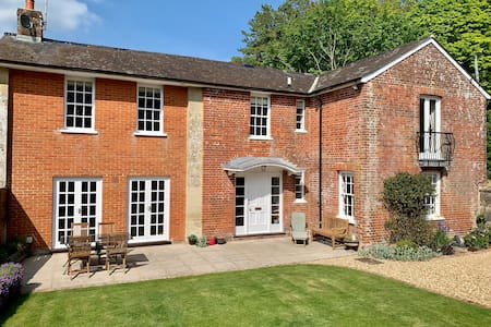 Gorgeously Refurbished Country Home nr Salisbury