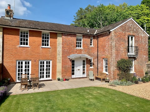 Beautifully Refurbished, 4 bed Country Home