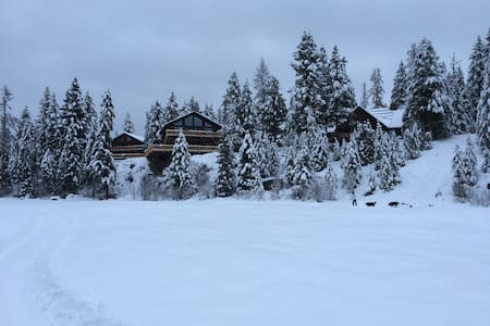 Luxury Estate north of Whitefish MT