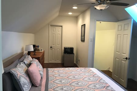 Private Room & Bath in Old East Dallas