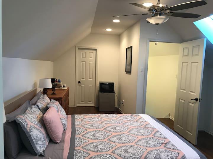 Private Room & Bath in Old East Dallas