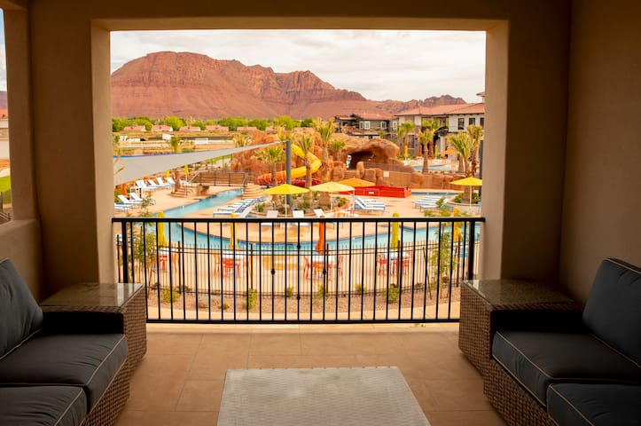 New Listing Villa! 5 Bedrooms 5.5 Bath Vacation Rental; Sleeps, Next to Pool - Arcadia #07 Lazy River Lookout