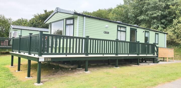 Luxury 2 bed 6 berth caravan on 4* cornish park