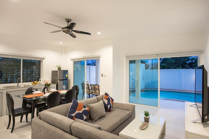 全新的泳池别墅,三卧室,优越的地理位置