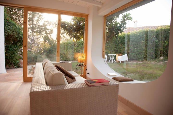 Cagliari, lovely villa near the sea