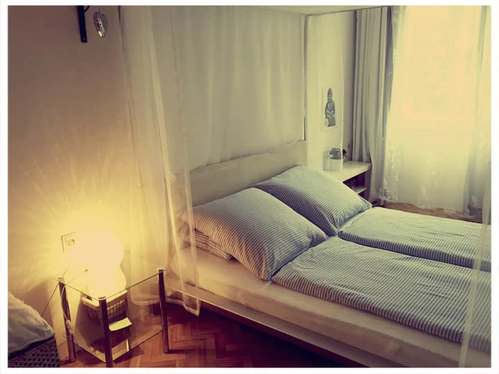 Room-close to airport, Messe,Citycenter, parking