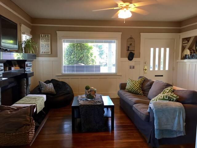 CLEAN & COZY CRAFTSMAN CHARM - Long Beach - Huis