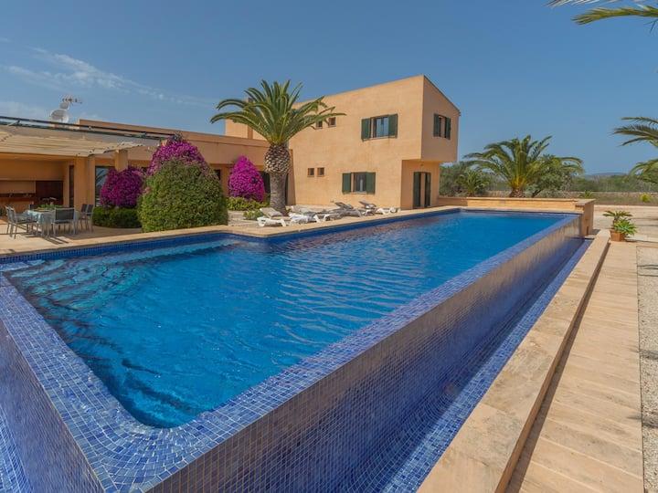 Villa Marta. Pool, garden & country 8p. Ses Salines