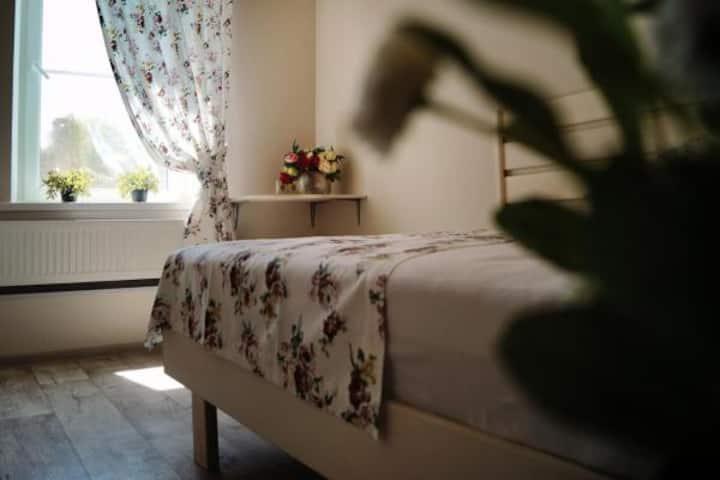 в гостевом доме с собст   ванной комнатой