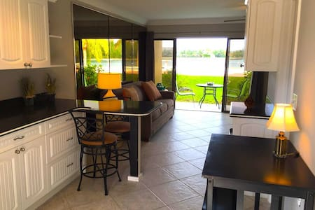CANALFRONT, RENOVATED, BEACH ACCESS - Daire