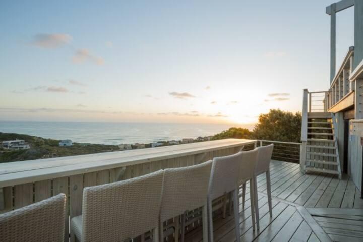 Cola Beach Holiday House