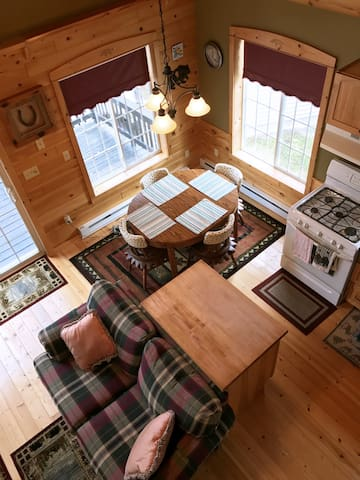 Cozy and Comfortable Cabin in The Whistling Pines!