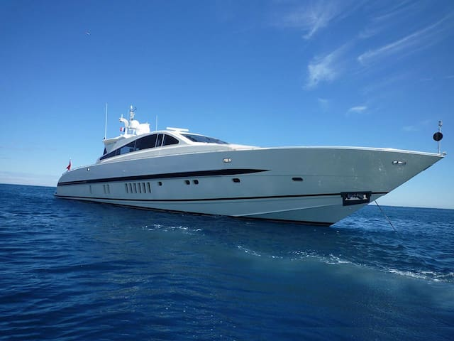 27m Yacht at Antibes-Juan, with personal service