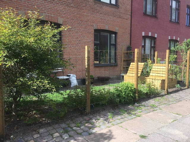 Charming ground floor flat with a garden and a cat