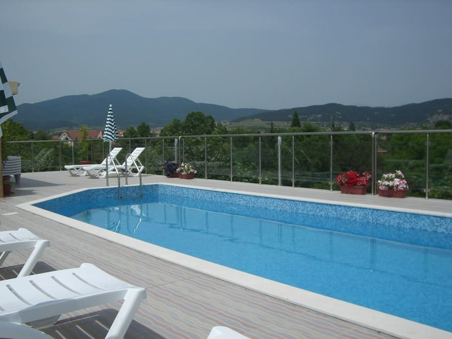 A roof swimming pool with mountain view