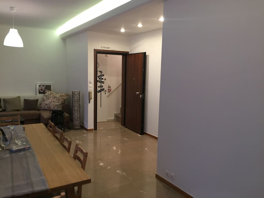 Very large living room with direct access to terrasse