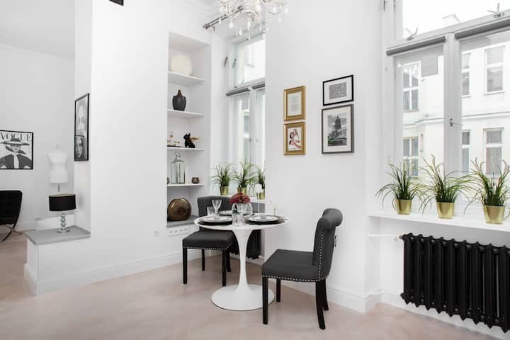 City Center ✯ Stylish spacious studio with A/C ✯