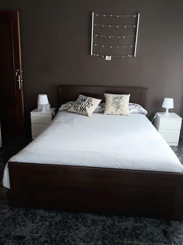 Habitacion Grande y cama 1,50 es tranquila