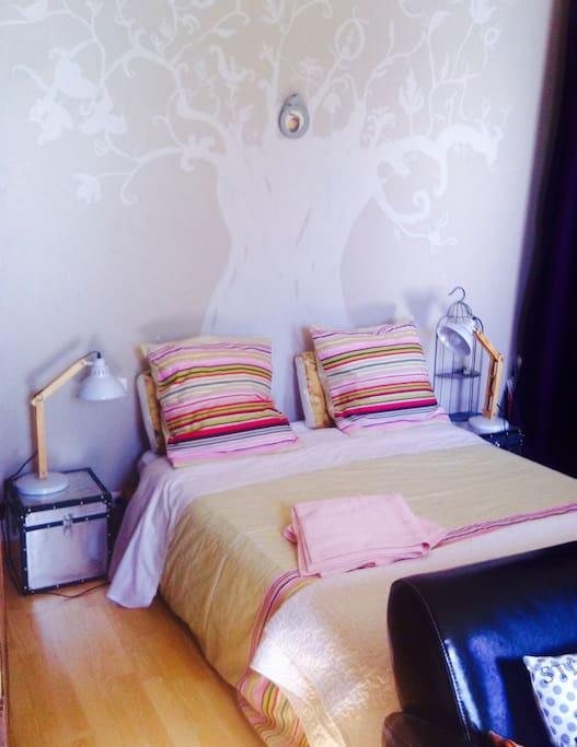 le lit, c'est pratique dans une chambre..