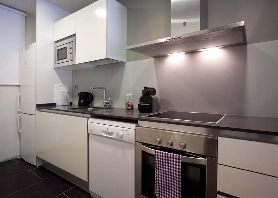 Prepare delicious meals for your group in the modern and fully-equipped kitchen.