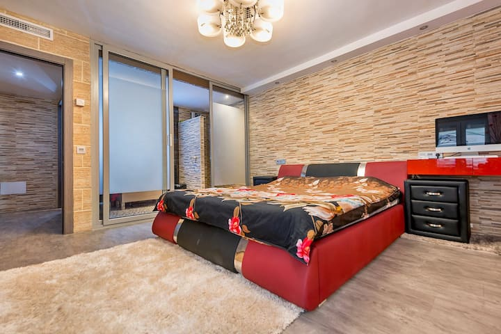 LUXURY APARTMENT WITH TERRACE / PARKING