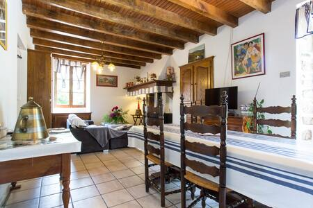grand appartement dans maison de style basque - Louhossoa - Talo