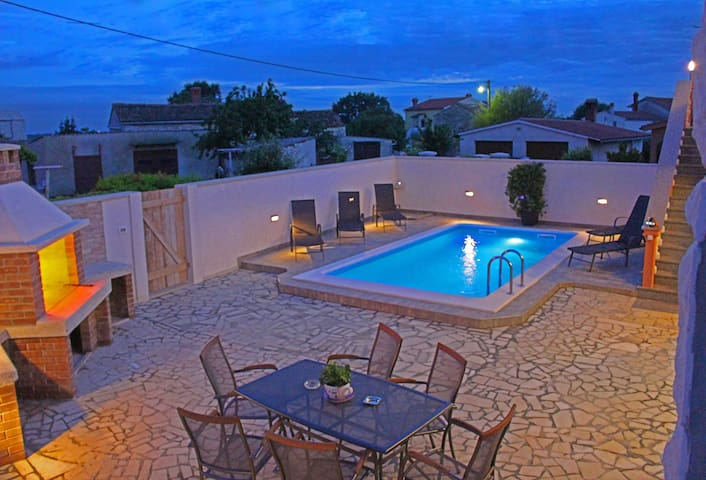 Apartment with private pool in small place - Valtura - Pis