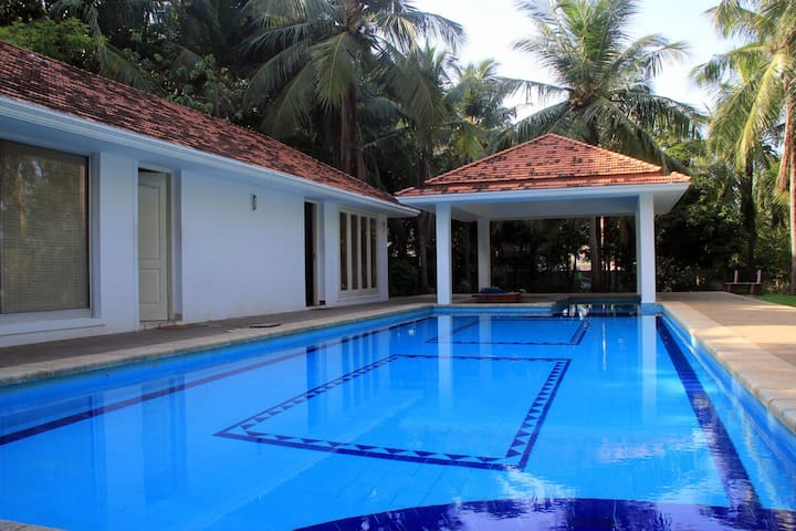 Quiet Weekend Home - Lawn, Pool & Patio - Chennai