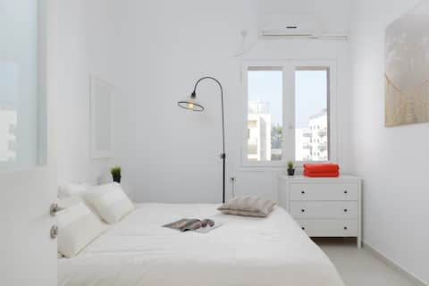 2 bedrooms Bauhaus with 2 balconies by Geula Beach