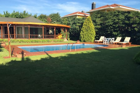 Villa with Private Pool and Garden, with Barbecue