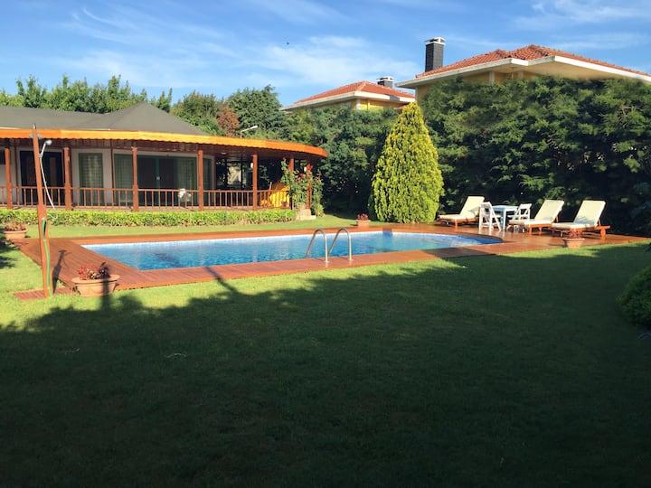 Müstakil Bahçeli ve Özel Havuzlu, Barbekülü Villa