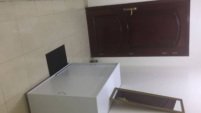 bed space for girls in ajman