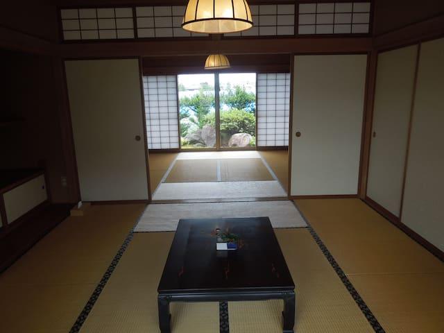 和室8帖Aと和室8帖Bの2間続きは寝室としてお使い頂けます。