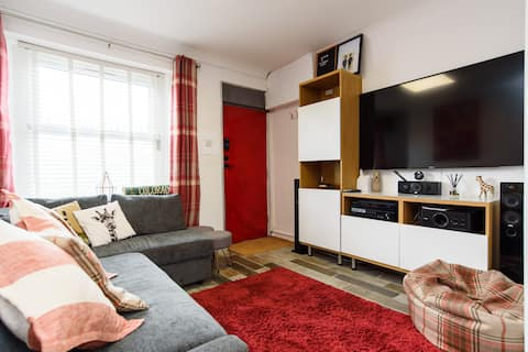 Modern 2 Bed House in the City